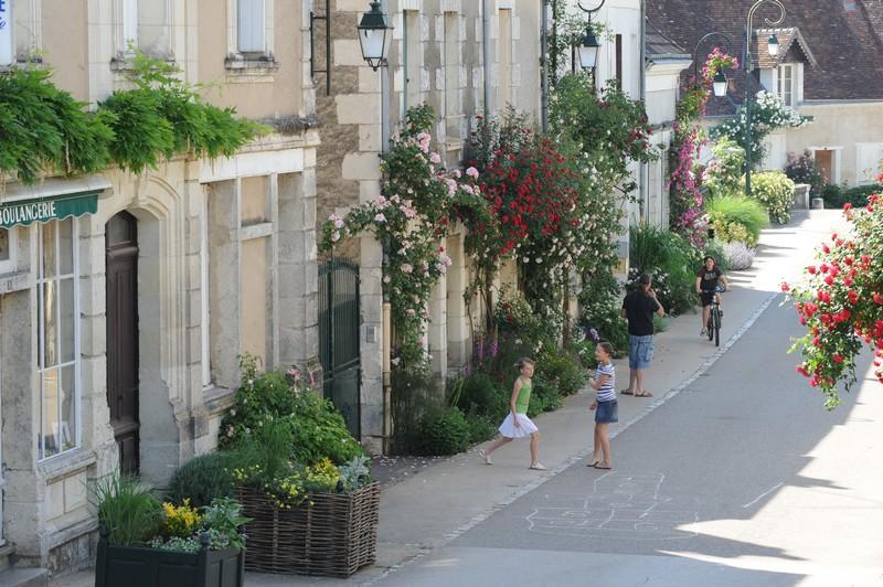 Le caue du val d oise organise une visite du village de for Visite de jardins en france